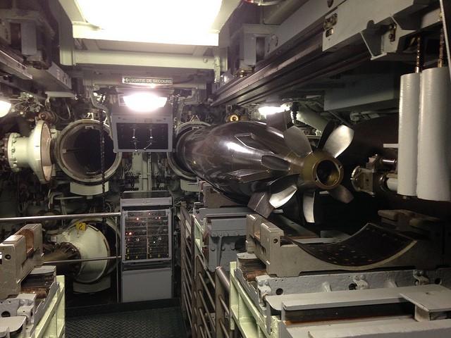 4 torpedo tubes Le Redoutable